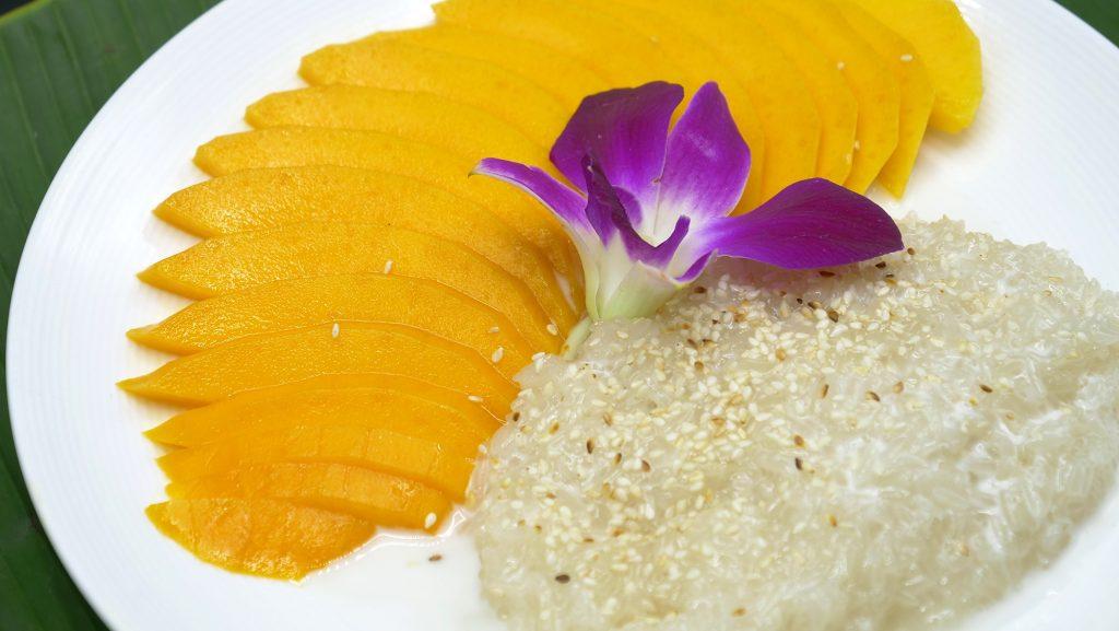Dessert Thailandais : Mangue au riz gluant lait de coco